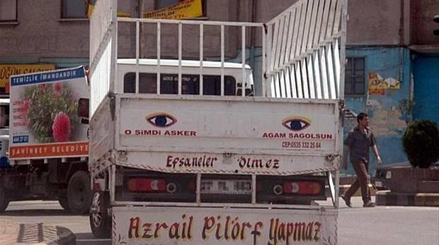 En komik araç yazıları