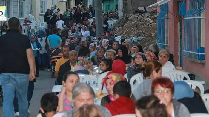 Biga'da Mahalle İftarları Devam Ediyor