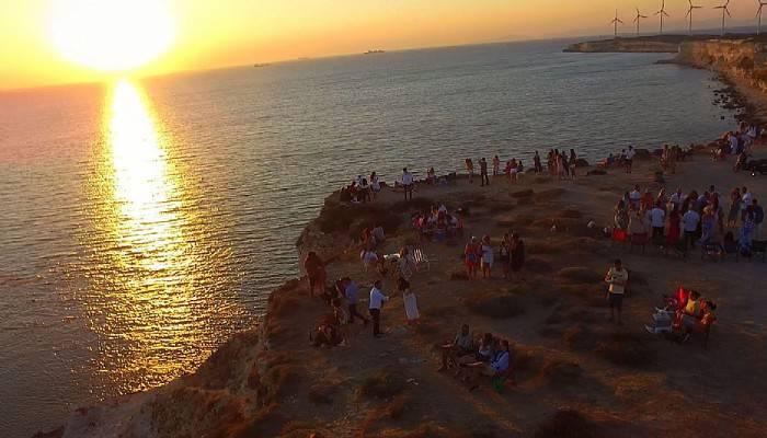 Bozcaada'da gün batımında nikah ve evlilik teklifi