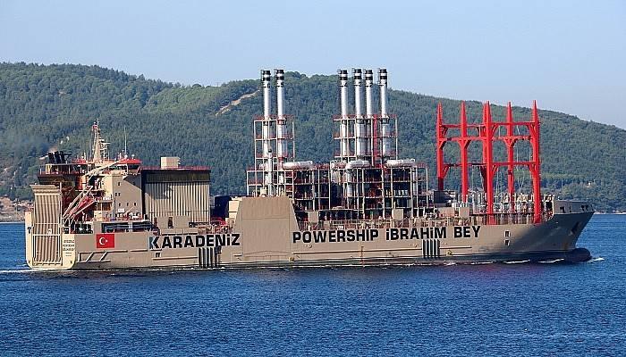 Yüzen enerji gemisi Çanakkale Boğazı'ndan geçti (VİDEO)