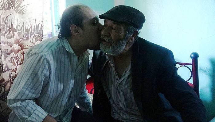 Vefakar baba, 36 yıldır tek başına engelli oğluna bakıyor (VİDEO)