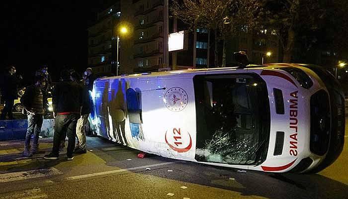 Çanakkale'de hasta taşıyan ambulansla taksi çarpıştı 5 yaralı (VİDEO)