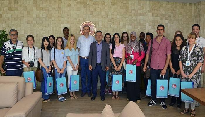 Rektör Acer, yabancı uyruklu öğrencileri ağırladı