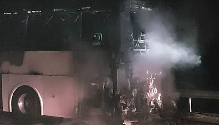 45 yolcusu bulunan otobüs alev alev yandı