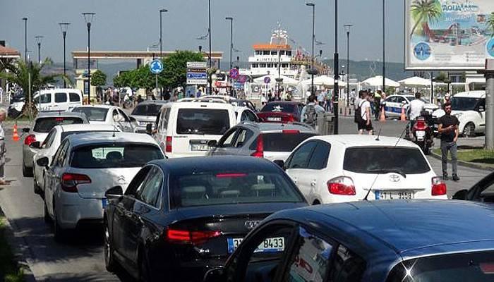 Çanakkale feribot iskelesinde tatilcilerin dönüş yoğunluğu (VİDEO)