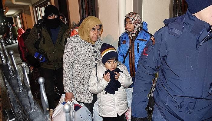 Çanakkale'de 51 kaçak göçmen yakalandı (VİDEO)