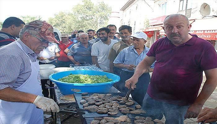Emekli oldu, 120 kilo köfte pişirip dağıttı