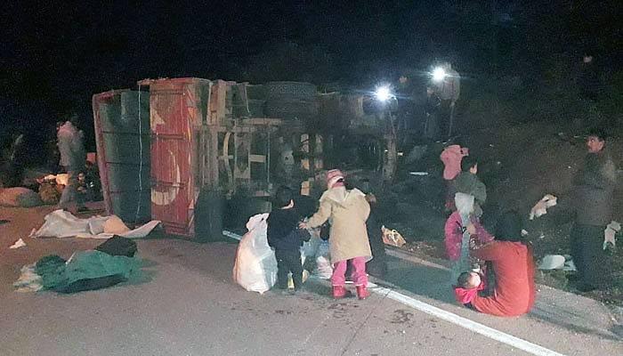 Çanakkale'de kamyonet devrildi 32 yaralı (VİDEO)
