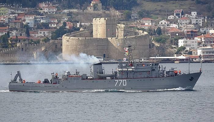 Rus askeri gemileri Çanakkale Boğazı'ndan peş peşe geçti (VİDEO)
