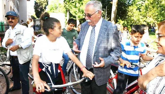 Çanakkale'de 50 Başarılı Öğrenciye Bisiklet Hediye Edildi