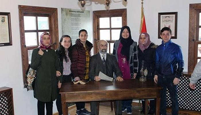 Yeniceli öğrenciler Mehmet Akif Ersoy'un evinde