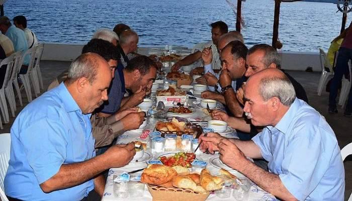 Lapseki Ak Parti İlçe Teşkilatı iftar programında buluştu