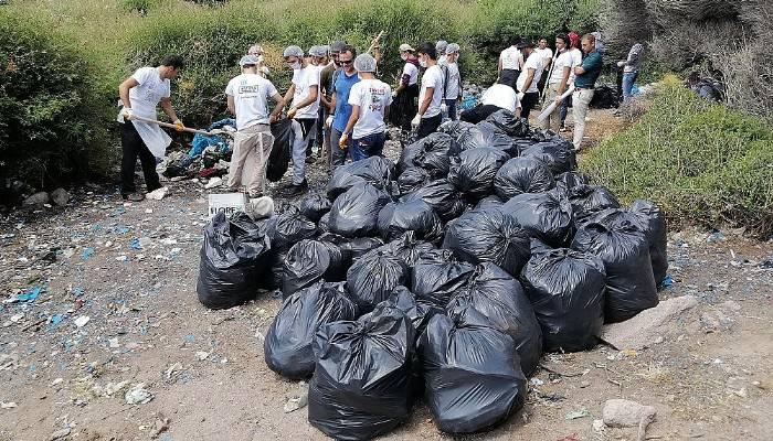 Mültecilerden Kalan Çöpleri Temizlediler