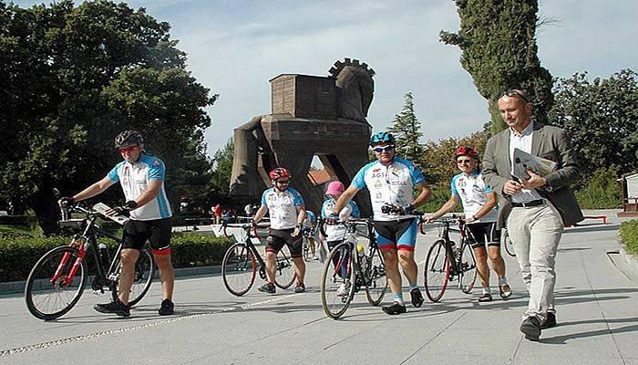 Köy Çocuklarına Yardım İçin Bisikletle 1300 Kilometre Yol Kat Edecekler