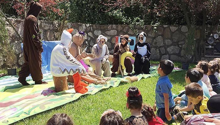 ÇOMÜ'lü öğretmen adayları 'Farklılıklar Ormanı' tiyatro oyununu sahneledi