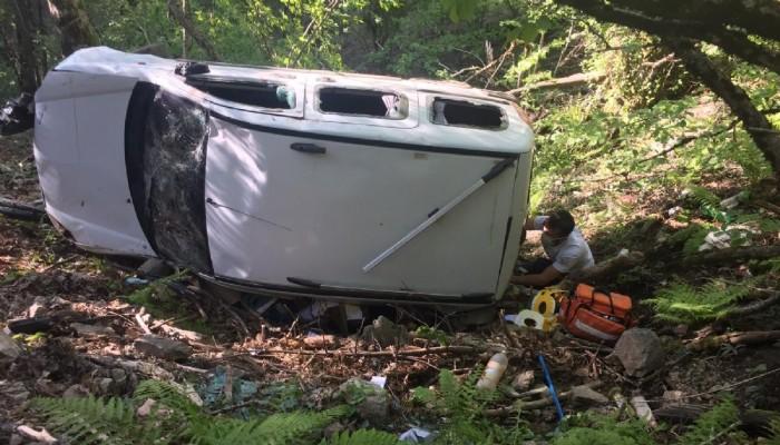 Freni boşalan araç şarampole yuvarlandı 1 ölü, 3 yaralı (VİDEO)