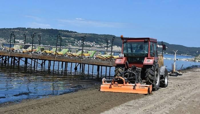 Plajlarda temizlik çalışmaları devam ediyor