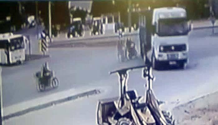 Motosiklet tıra böyle çarptı: 1 ölü, 1 yaralı (VİDEO)