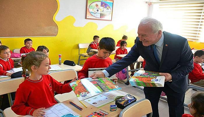 Başkan Yılmaz'dan çocuklara armağan