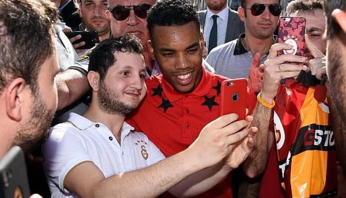 Galatasaraylı Rodrigues'e açılışta büyük ilgi (VİDEO)