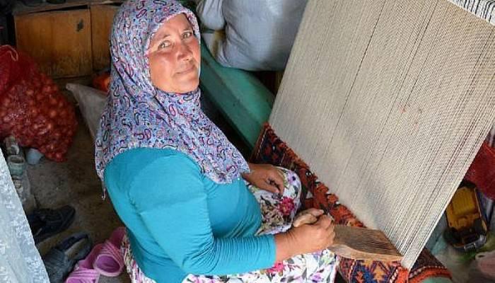 Unutulmaya yüz tutan el dokuması halılar (VİDEO)