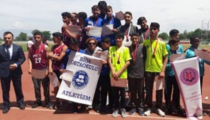 Biga Ortaokulu Atletizmde Türkiye Şampiyonu