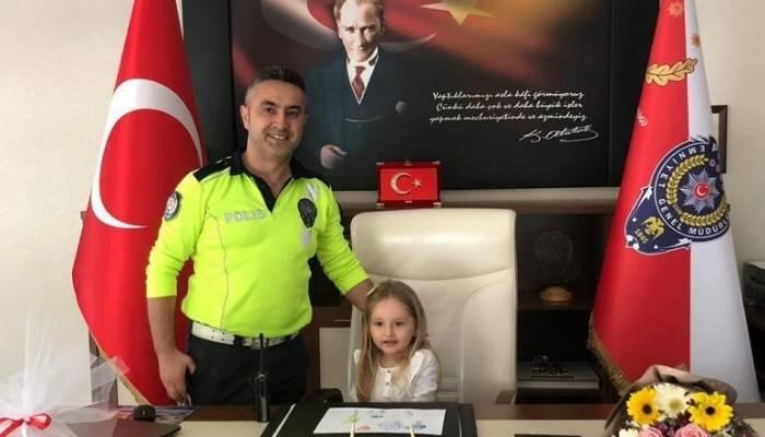 Çocuk emniyet müdüründen 'yoldaki çocuklara bayrak verilsin' talimatı