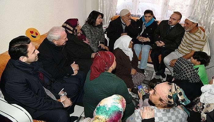 Turan, Umre'ye giden vatandaşlarla buluştu