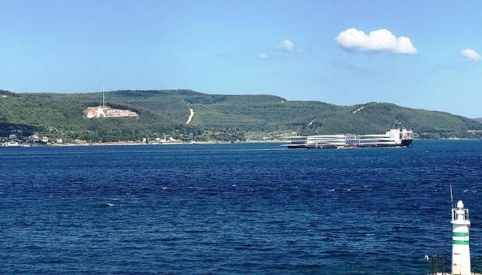 58 metre ve 15 ton ağırlığındaki rüzgar türbini kanatları 262 metrelik gemiyle taşındı (VİDEO)