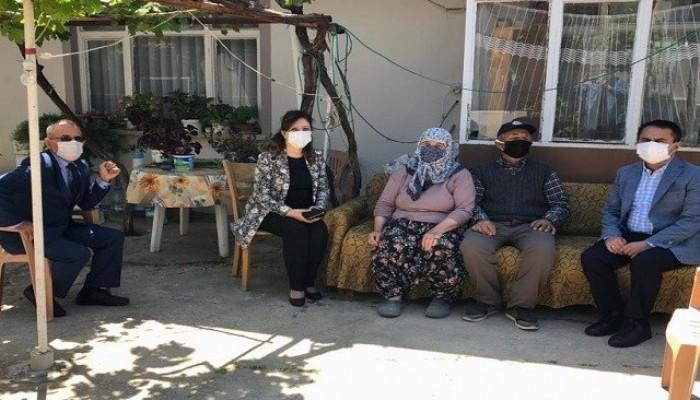 Aktaş çiftinden şehit ailelerine bayram ziyareti