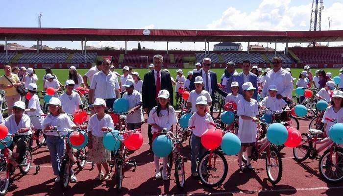 Sağlıklı Yaşam İçin 437 Öğrenciye Bisiklet Dağıtıldı