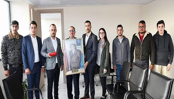 Gençlerin ziyareti Başkan Yardımcısı Çelik'i duygulandırdı