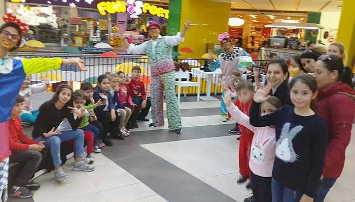 Çocuklar TROYPARK'ta eğleniyor