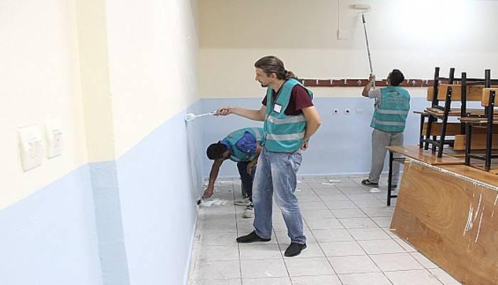 Gazi ortaokuluna boya ve badana desteği