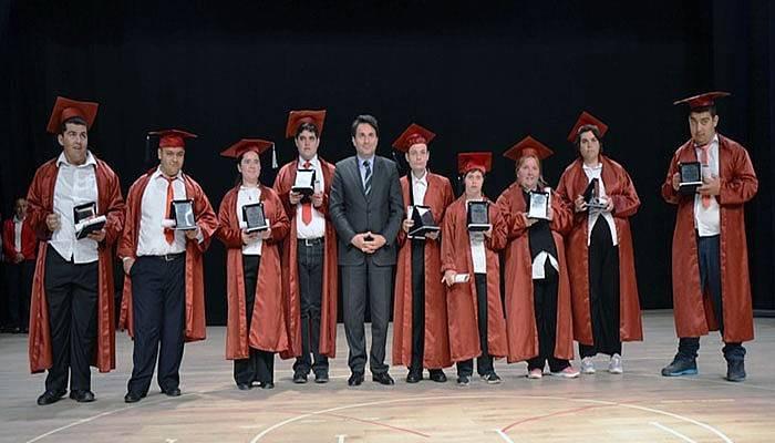 Engelli öğrencilerin mezuniyet heyecanı