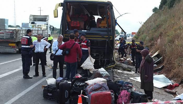 Adana'dan Çanakkale'ye gelen otobüs Bandırma'da kaza yaptı : 4 ölü 42 yaralı (VİDEO)
