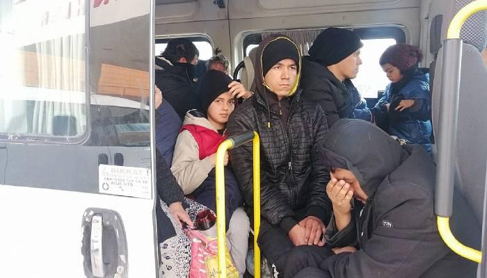 Minibüste 33 kaçak göçmen yakalandı