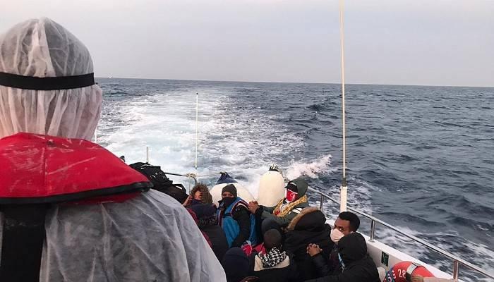 Yunanistan'ın ölüme terk ettiği 34 göçmeni Sahil Güvenlik kurtardı