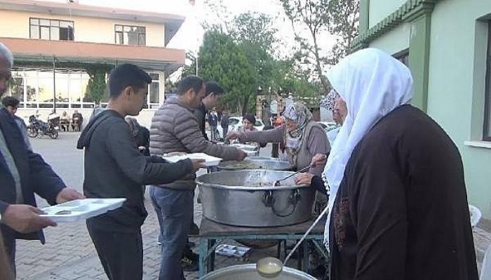 Asırlık ramazan nöbeti; her gün bir aile iftar veriyor (VİDEO)