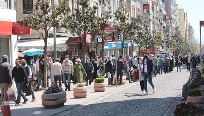 MASKE KURALINI DA MASKEYİ DE TAKAN YOK: Sokakta Maske Takan Kimse Yok !