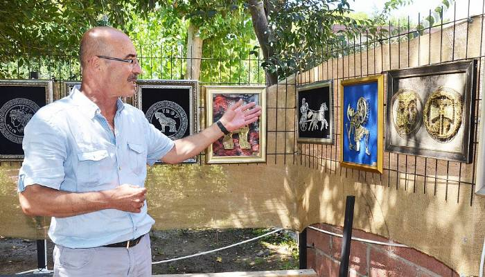 Çanakkaleli Sanatçı, Eserlerini Sergiledi