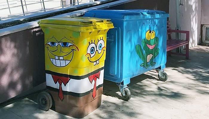 Çizgi karakterlerden çöp konteyneri