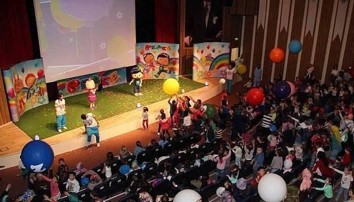 Pepee, çocuklar için Atatürk Kültür Merkezi'ndeydi