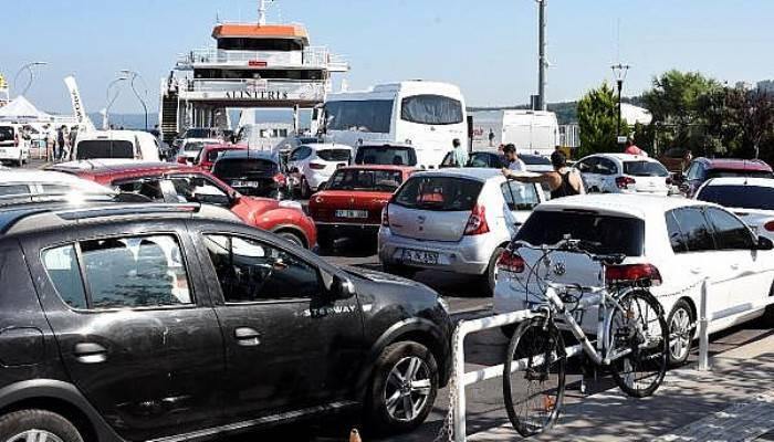 Çanakkale'de feribot yoğunluğu başladı (VİDEO)