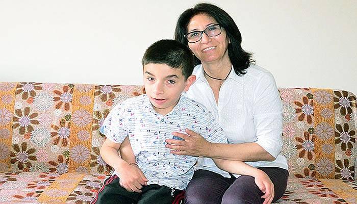 Engelli oğluna gözü gibi bakan anneden duygusal sözler