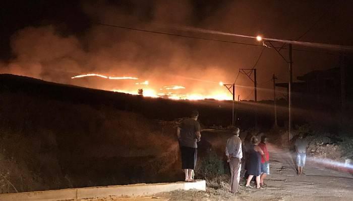 Gökçeada'da meralık alanda yangın (VİDEO)