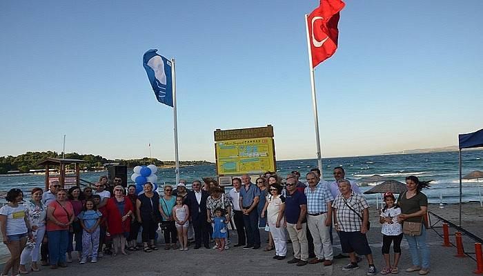 Hamzakoy Plajında mavi bayrak dalgalanmaya başladı