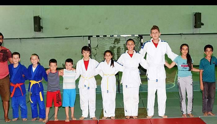 Lapsekili gençlerin judo başarısı
