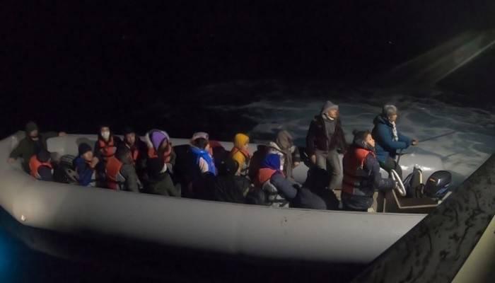 Çanakkale açıklarında 20 düzensiz göçmen kurtarıldı