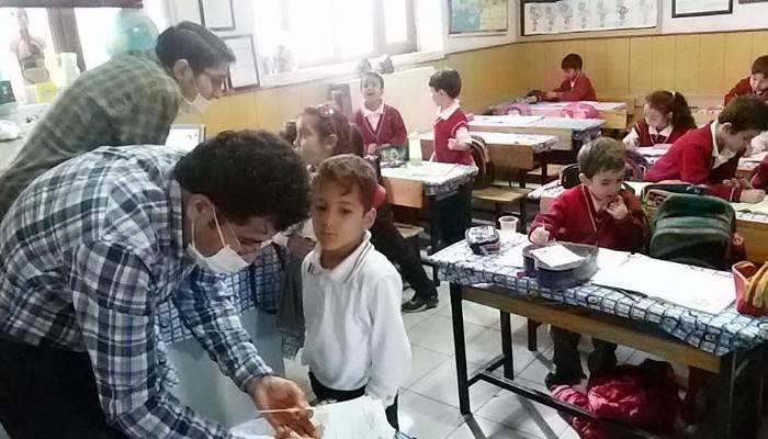 Öğrencilere flor vernik uygulaması
